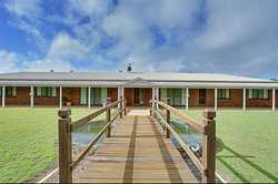 Situated 4 minutes north of Gympie is a masterbuilt extra large 6 bedroom lowset brick veneer home o...