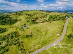 We have the pleasure to offer this beautiful 16.23ha (approx. 40acres) property to the market. Locat...