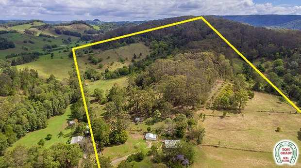 We are proud to market this hinterland property which is situated on some of the best 74 acres in this...