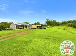 Positioned on a beautiful and private 15.5 acres is this 3 bedroom steel frame home. Open plan dinin...