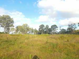 Chasing acreage close to town? Well I have the block for you!   Located approximately 15 mins to...