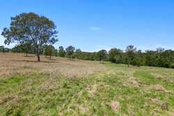 On offer is this 14.34ha (35.4 acres).  The property is located just a short distance from the Gympi...
