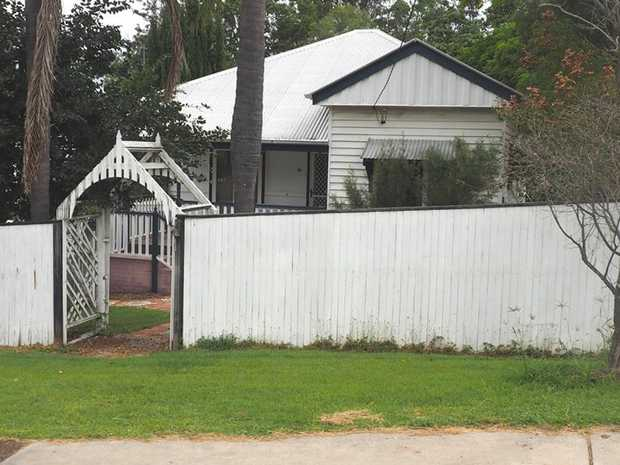 Only 2 minutes walk to the CBD of Gympie is this 3 bedroom timber home on a good sized town block. Of...