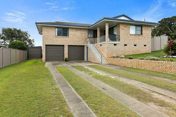 This beautifully presented 3 bed 1 bath family home is a must see for the quality home buyer. Set on an...