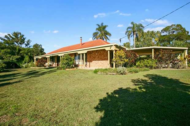 Situated up high and dry on the Southside,  is this 3 bedroom lowset brick home with 2 bathrooms, 2...