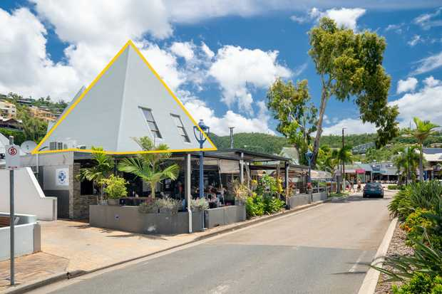 * 56sqm first floor office in the centre of Airlie Beach * Situated above Sidewalk Cafe and only 2 min...